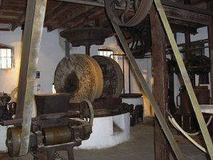 שרידי מכונות לייצור שמן. בית הבד העתיק