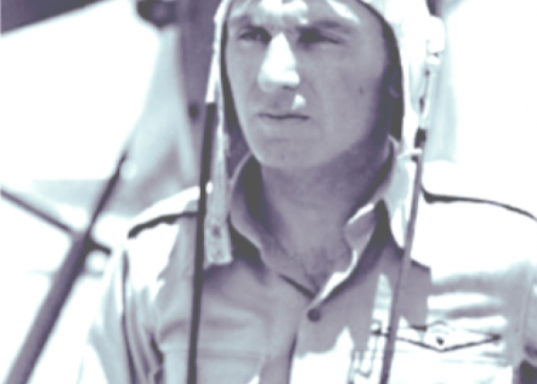 הטייס העברי הראשון – עמנואל צור